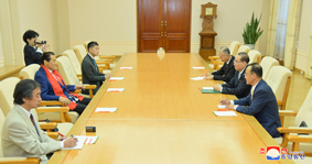 Ri Su Yong Meets Japanese Guests
