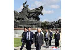 Japan-DPRK Friendship Delegation Visits Mangyongdae