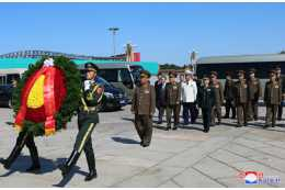 DPRK Military Delegation Visits Monument to People's Heroes